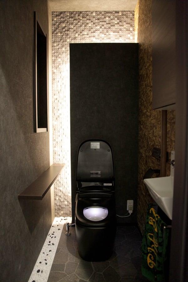 黒いトイレ